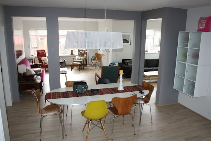 Warm, bright and welcoming. - Akureyri - Apartamento