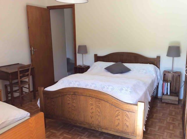 Chambre 1 lit double (et un lit simple)