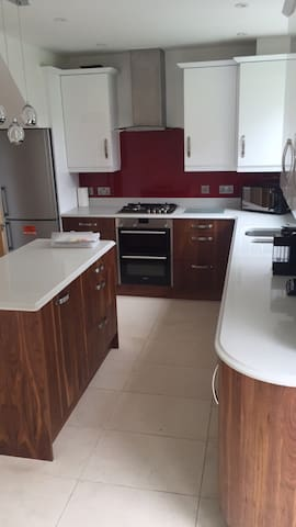 2 rooms available modern home - London - Rumah