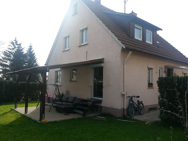 private room close to Stuttgart/ Ludwigsburg - Asperg - Casa