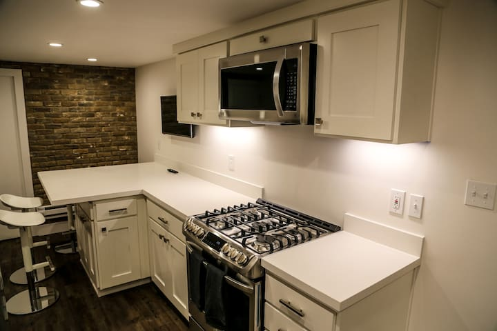Sugarhouse - Newly Remodeled 2-Bedroom Apartment