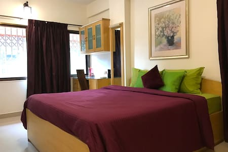 Stylish Room For Two In Buzzing Bandra West - Lakás