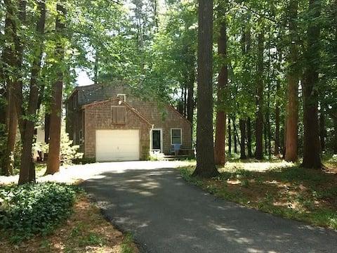 Cozy Copake Cottage, in lake community near skiing
