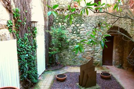 Casa señorial de piedra en Monells - Monells - Haus