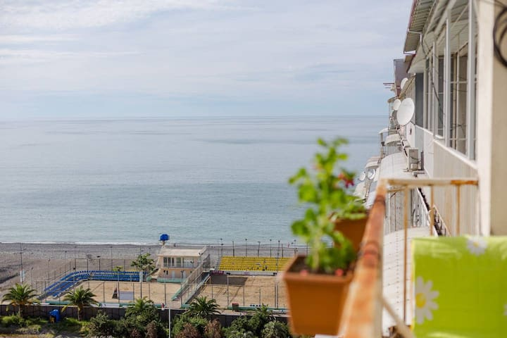 Bright and cozy 1BR apt. by the sea with balcony