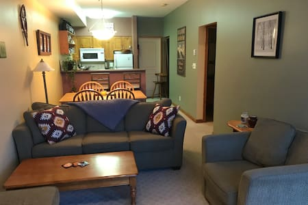 Cozy ski in/ski out, Pet Friendly, Creekside