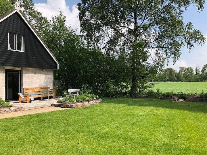 Huisje met uitzicht op het Drents Friese Woud