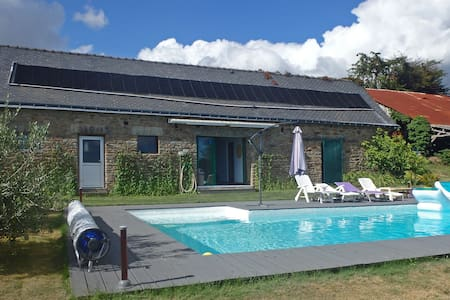 Spacious Holiday Home With Garden in Querrien France