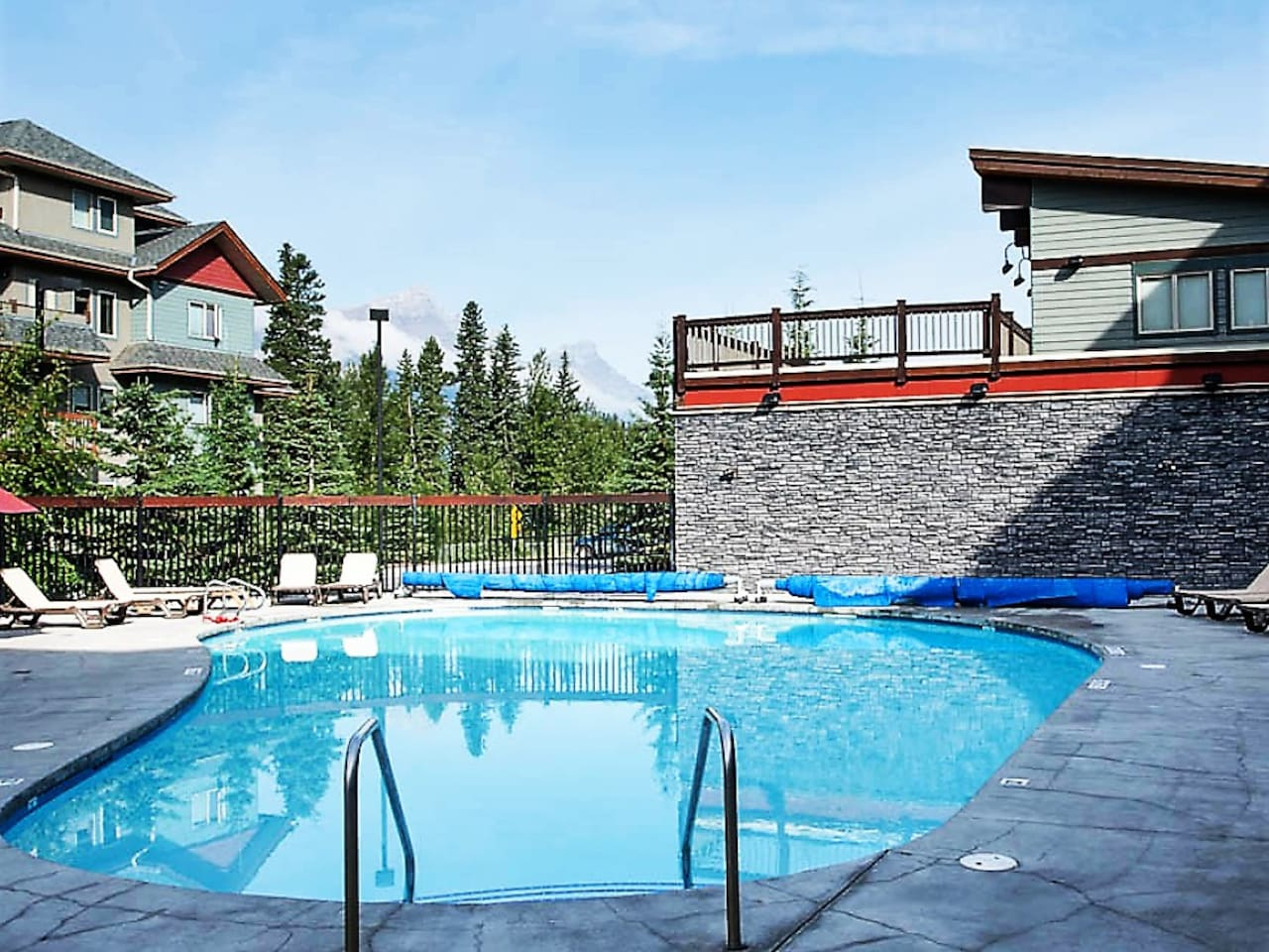 Premium 2BR condo, walk distance to downtown Canmore. Heated Pool, Hot Tub, and more