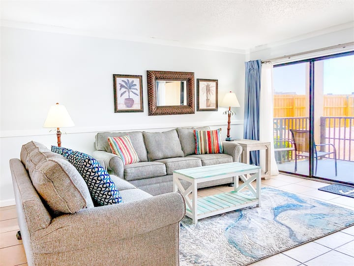 Moondrifter 105 - Ground Floor Unit With Direct Access to The Pool And Beach