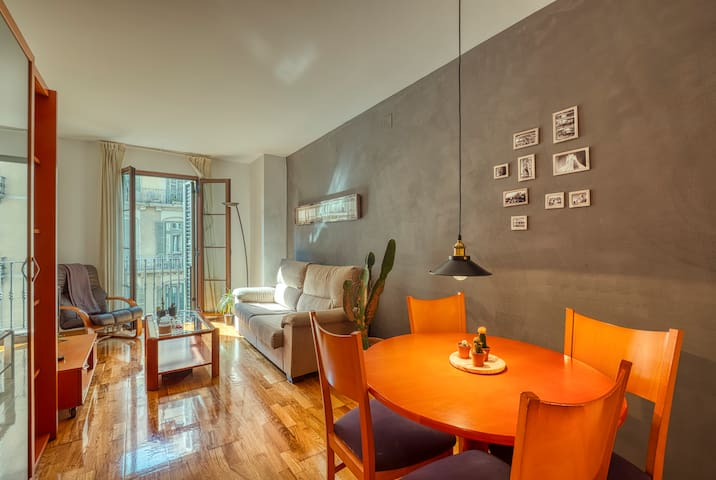 Charming double bedroom in the center of Barcelona