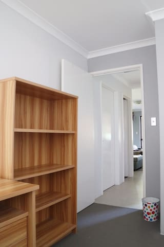 Comfy and Convenient Place- brand new house - Queens Park - Dom