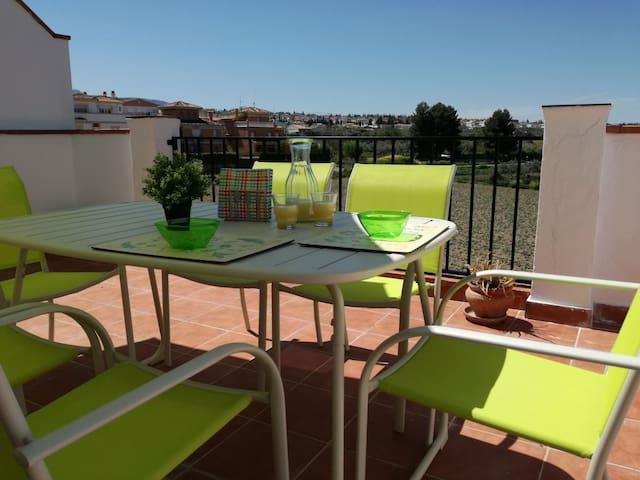 Luminoso y acogedor ático en La Zubia, Granada