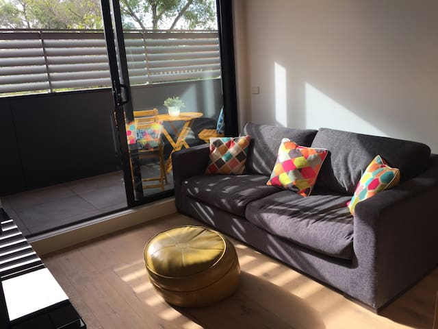 2bed located at back of building St Kilda East