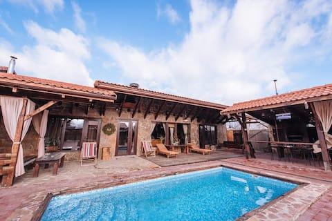 Sjælden hytte/hytte/husferie med pool/grill
