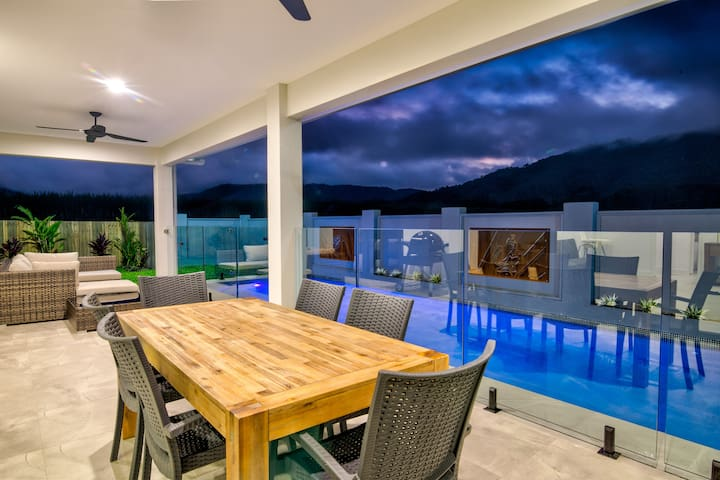 Ulysses - New 4BR House with 20m Heated Lap Pool