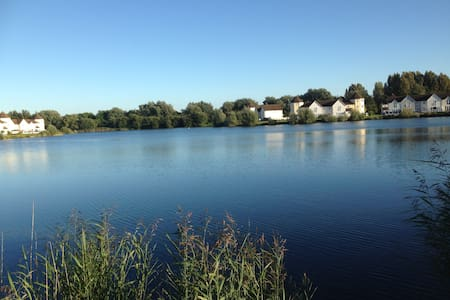 Luxury Lakeside Retreat - South Cerney