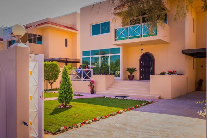 Luxury Villa in Jumeirah - Dubai