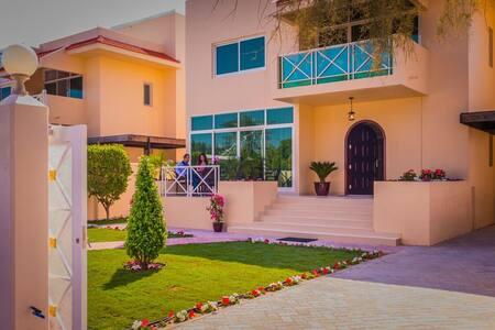 Luxury Villa in Jumeirah - Dubai - Vila