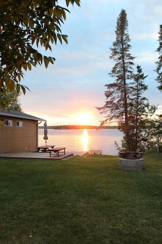 Charming lakefront 3 bdr cottage by Lac du Bonet.
