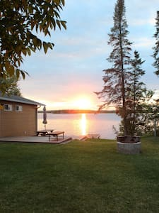 Charming lakefront 3 bdr cottage by Lac du Bonet.