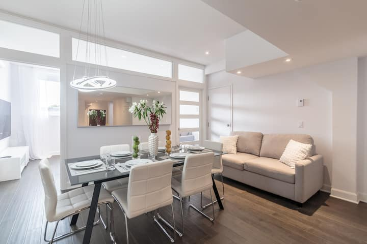 Brand New! Mile End Two-Storey Penthouse Hot Tub 2