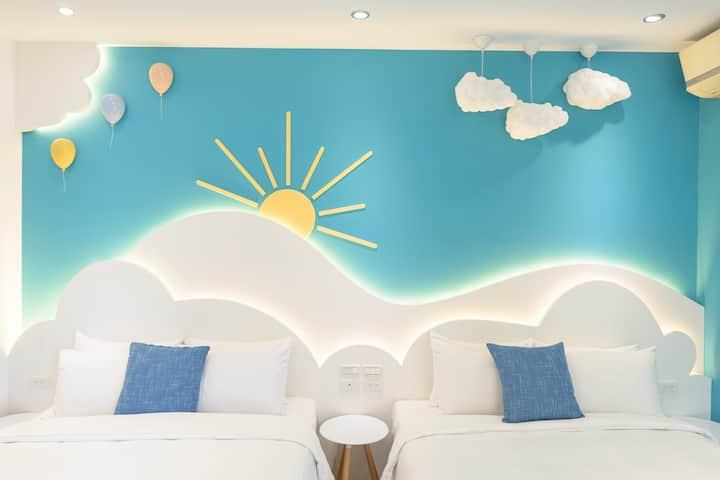 藍海天晴-風車陽台四人房-鄰近山水沙灘
