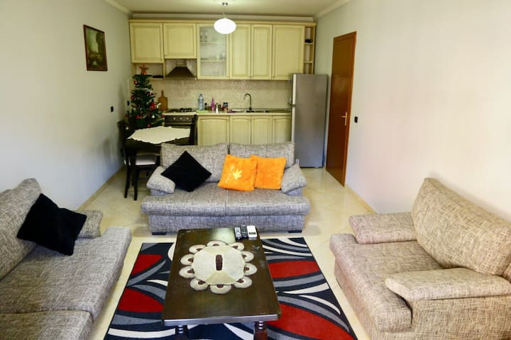 Center Tirana Apartment. Up to 5 persone.