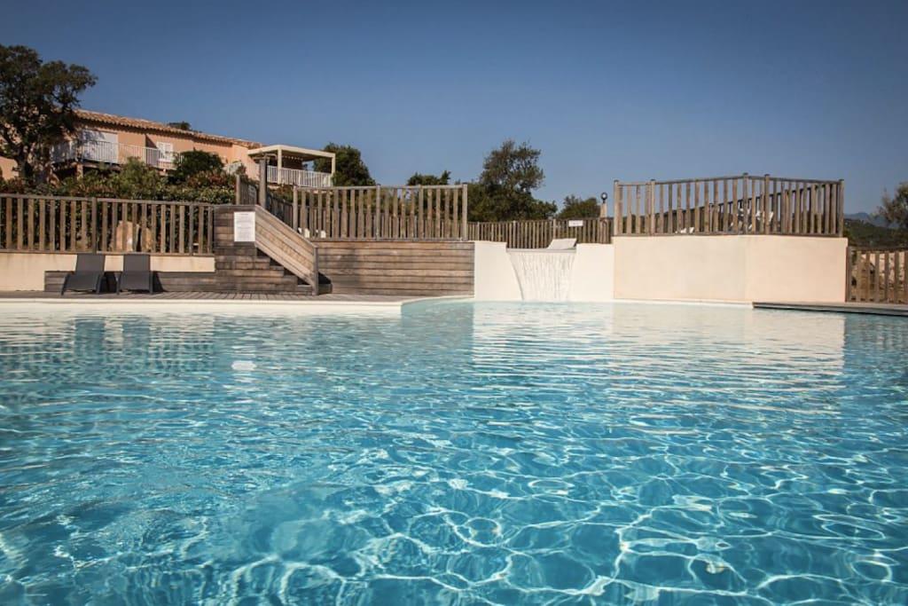 La piscine chauffée par panneaux solaires