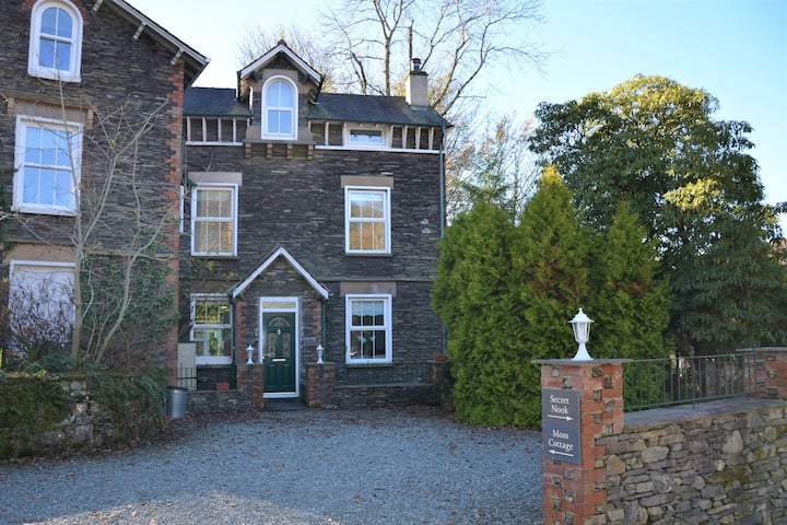 Moss Cottage 4* luxury cottage in Windermere