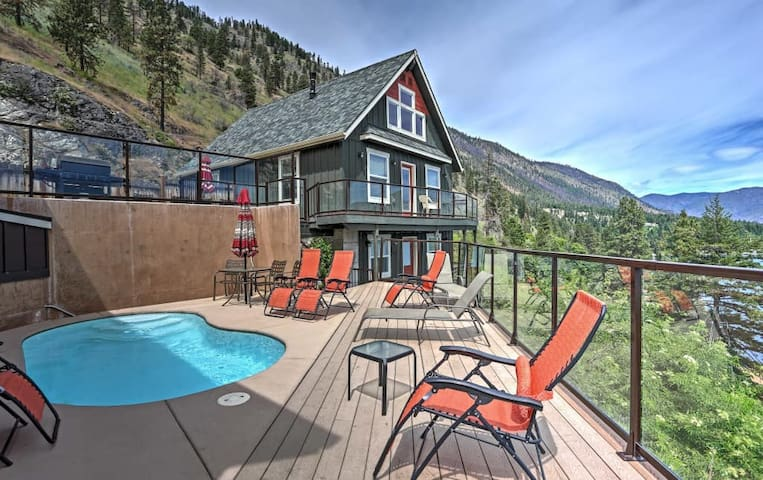 Cozy Waterfront Cabin With Cocktail Pool - Lake Chelan