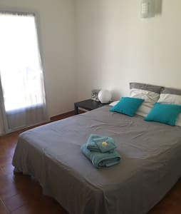 Room with bathroom in a quiet house - tram access - Lattes