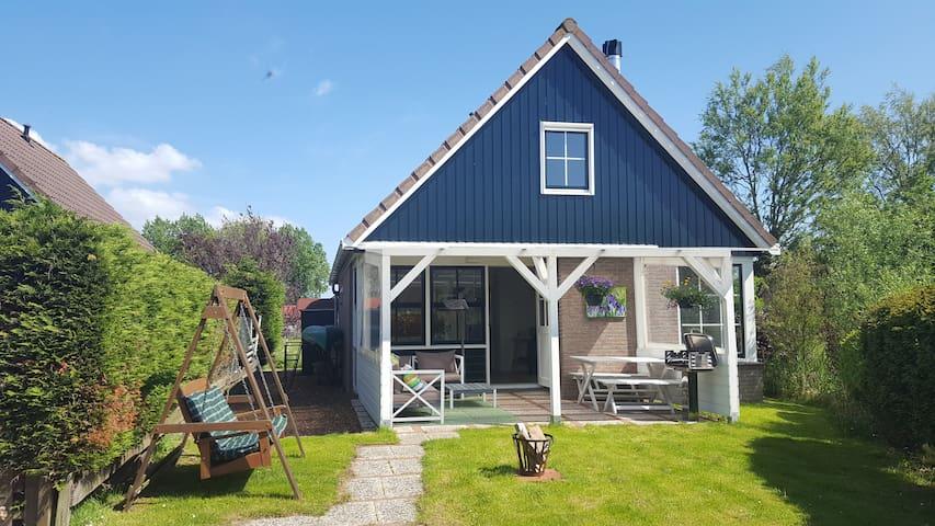 Sfeervol huis,in waterrijke omgeving nabij de kust