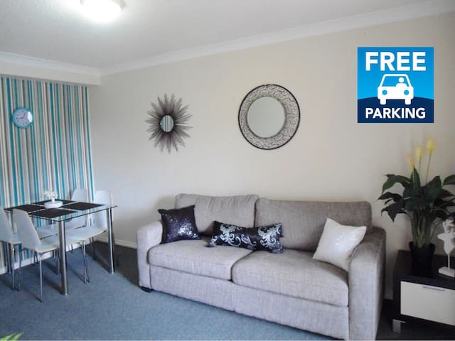 1BR unit & parking.Short walk from SouthBank &City