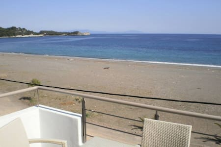 Apartment by the sea - Agkali - Appartement
