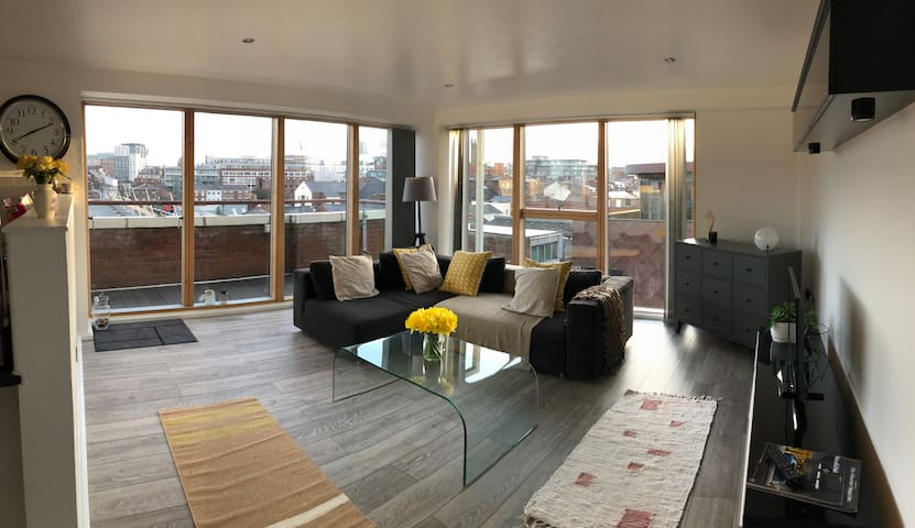 Spacious penthouse flat in heart of Liverpool