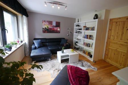 Moderne Ferienwohnung mit Blick auf die Weinberge. - Alken - 公寓