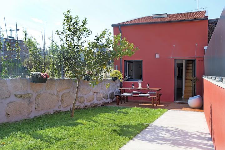 Peach Hostel & Suites - Back Garden House