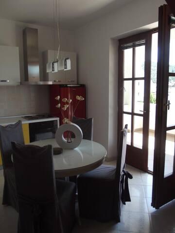 Confortable studio apartment  with a sea wiew - Tisno - Huoneisto