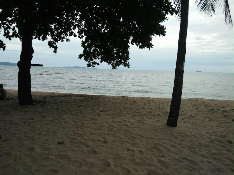 Steps away from Jomtien beach