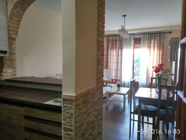 Apartamento 6 personas. El Provencio(Cuenca)Plaza - El Provencio, Castilla-La Mancha, ES - Apartament