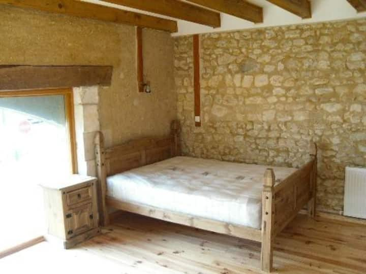 3 bedroom apartment in barn conversion,
