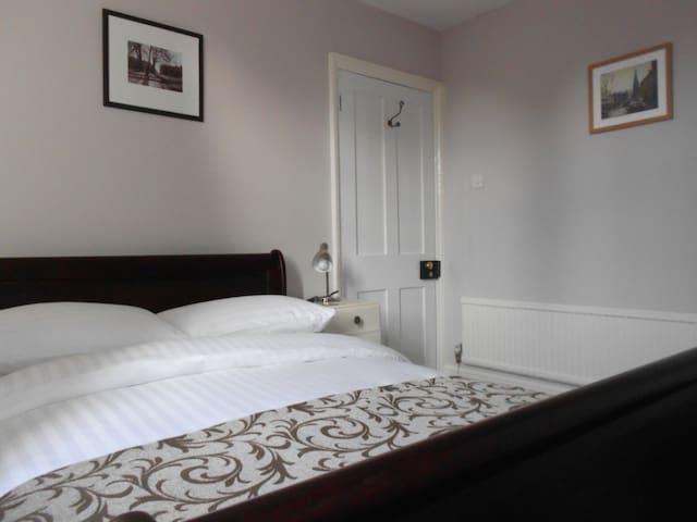 No.3 Powlett Road - 2 Bedroom House, Central Bath