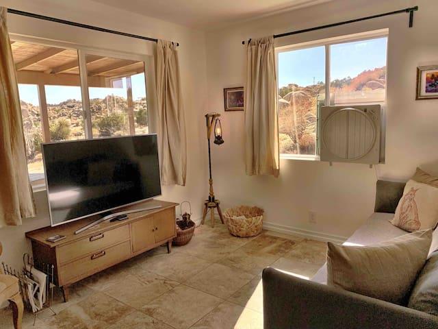 TV with Netflix/HBOgo and Desert Views all Around