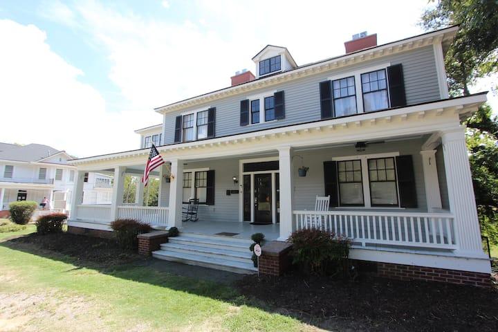 MacPherson House - Saint Avold Suite