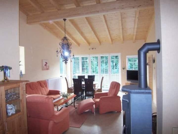 Ferienwohnung Haus Edelweiss (Winterberg/Grönebach) -, FeWo Edelweiss (90qm) mit Kamin, großem Wohnzimmer, Balkon und Fußbodenheizung im Bad