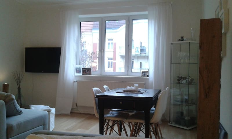 Pretty apartment in the heart of Eimsbüttel - Hamburg - Appartement