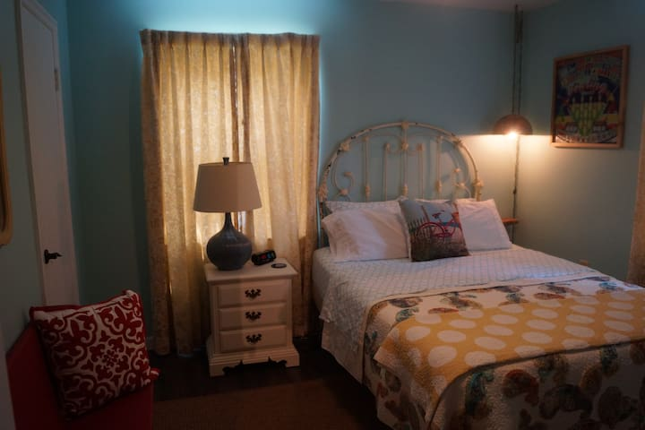 2nd bed with queen size bed