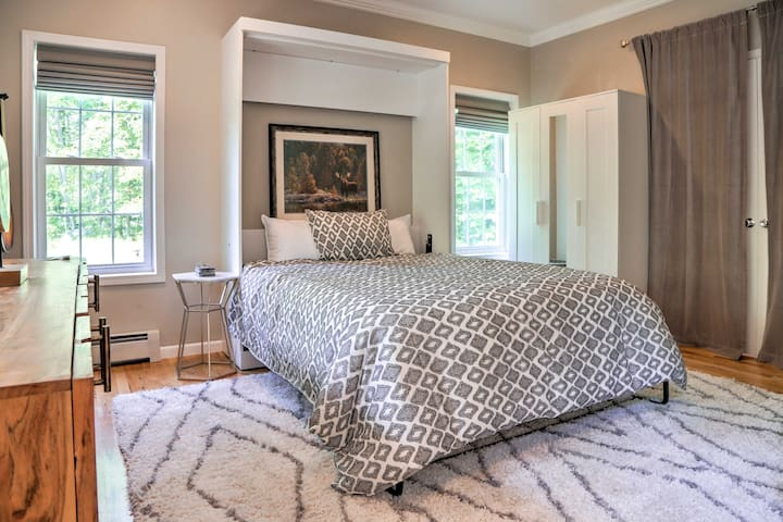 Pull down the queen Murphy bed in this room.