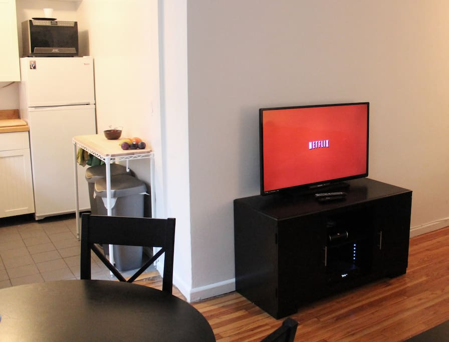 "42"" TV with cable AND Netflix included"